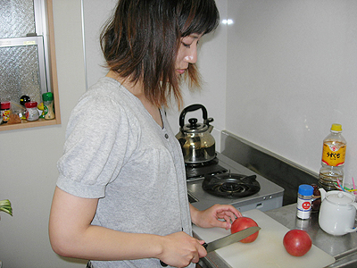 トマトを切ろうとしたら・・・